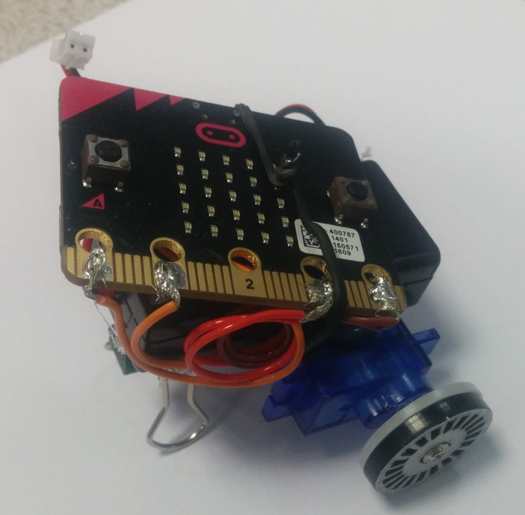 Microbit mini radio controlled car with servos